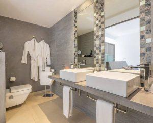 Hotel Luxury Bathroom